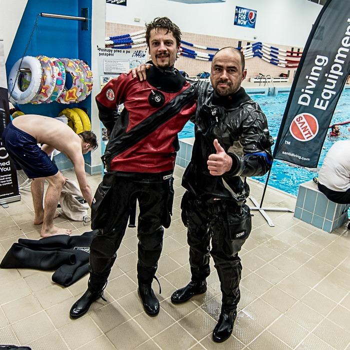 Potápění v suchém obleku - dry suit diver
