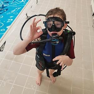 Výcvik potápění v bazénu