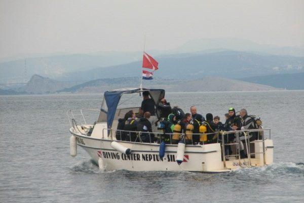 silo diving boat