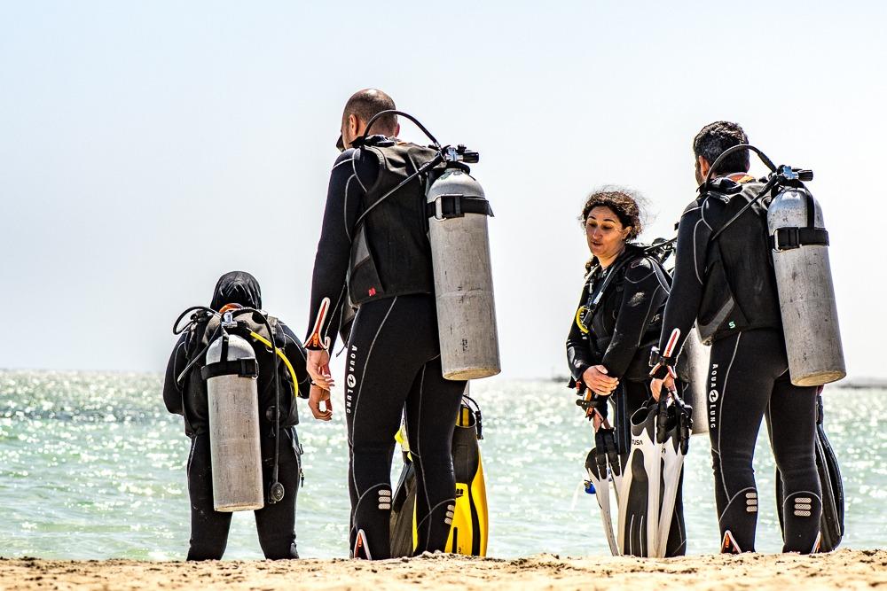 Potápěči jdou na ponor